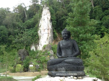 Buddha Statue at Wat Koh Wanararm