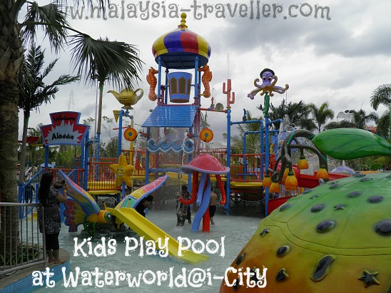 Kids Play Pool at Waterworld@i-City