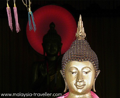 Buddha Statue at Wat Phothivihan
