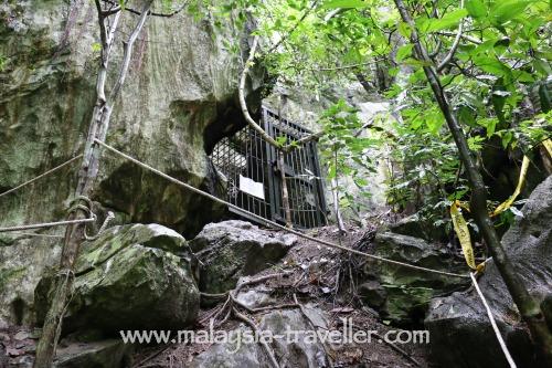 Gua Gunung Runtuh Cave Entrance
