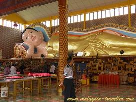 Reclining Buddha at Wat Chaiyamangalaram