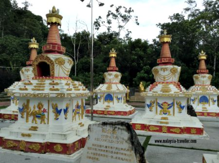 Stupas at Wat Wanararm
