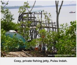 Cosy private fishing jetty, Pulau Indah